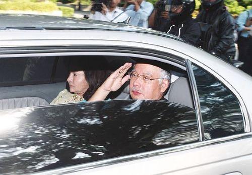 Prime Minister Datuk Seri Najib Tun Razak arrives at Istana Negara for the swearing in ceremony of the new Cabinet. - 10 April, 2009