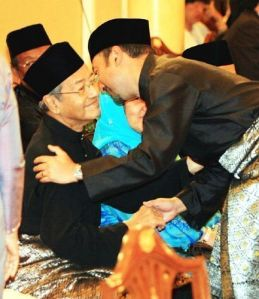 Datuk Mukhriz hugs his father Tun Dr Mahathir Mohamad.-Bernamapic - 10 April, 2009