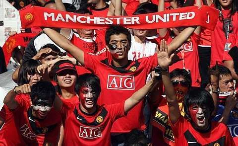 Manchester United fans cheering at the Bukit Jalil Stadium, July 18, 2009