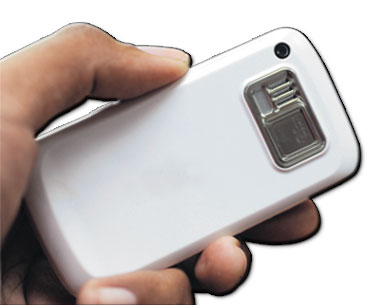 TELEFON bimbit merupakan peranti paling mudah untuk merakam aksi pana